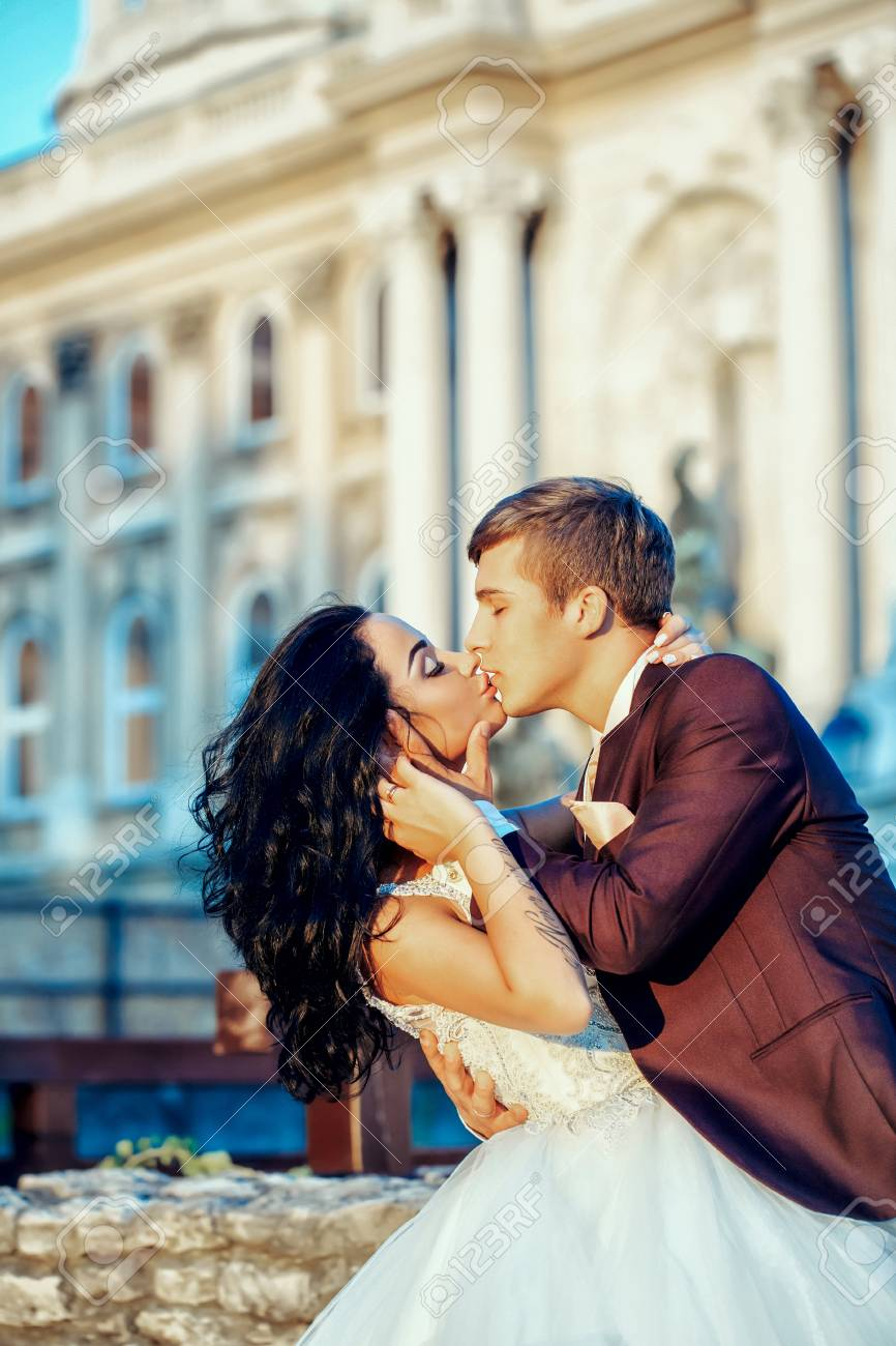 Comment embrasser quelqu'un que vous n'êtes pas datant