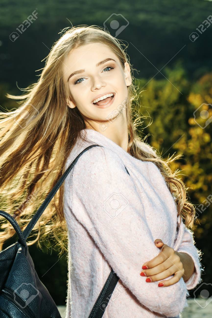 Hübsche Mädchen Blond Hübsche Mädchen Mit Lockigen