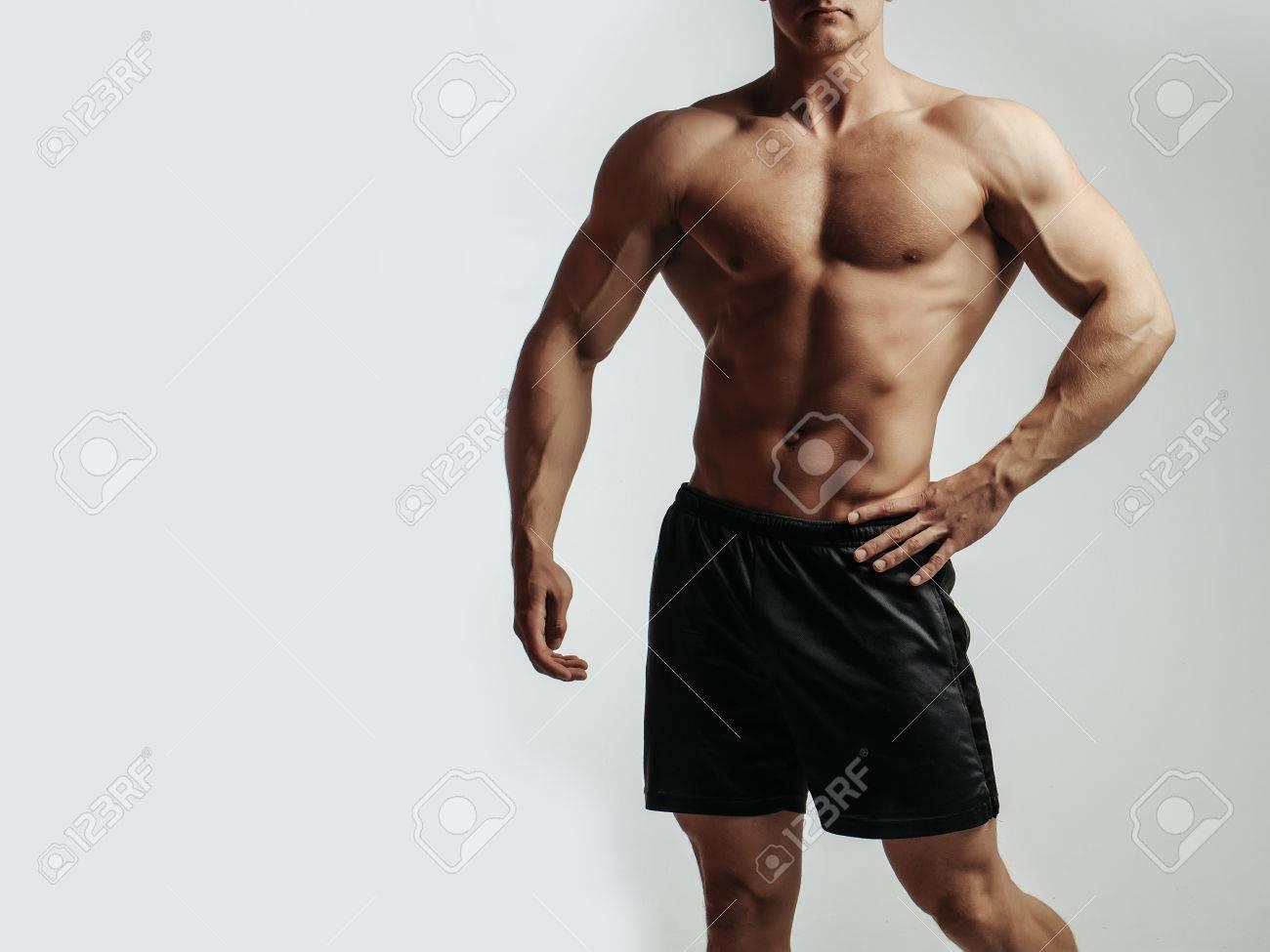 Junger Stattlicher Machomann Bodybuilder Mit Sexy Muskulösen ...