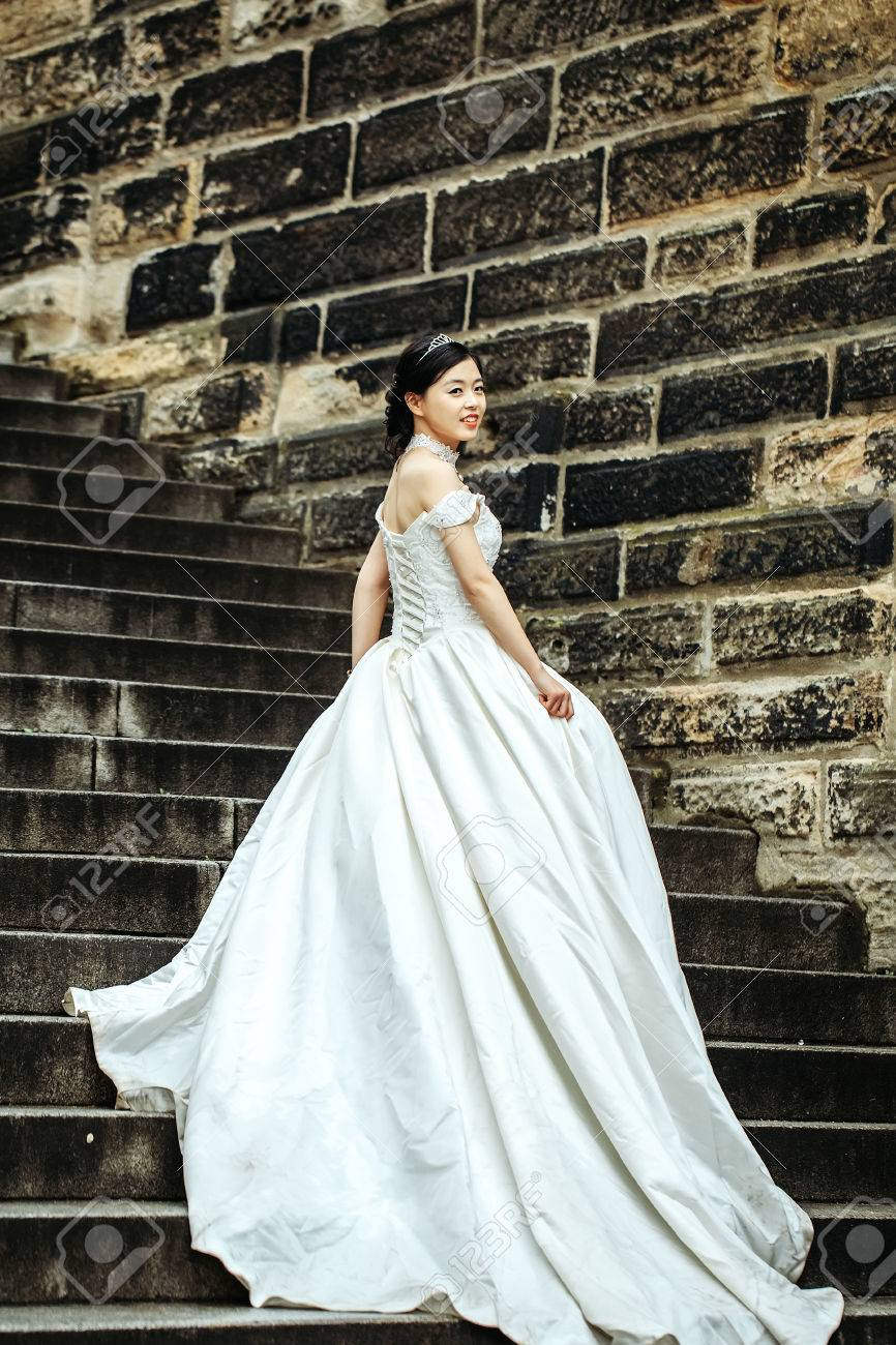 Pretty Girl Bride Young Chinese Woman In Long White Wedding Dress ...