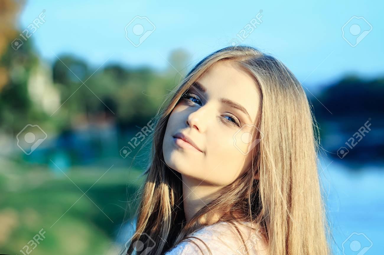 Blaue augen blond mädchen Braune Haare
