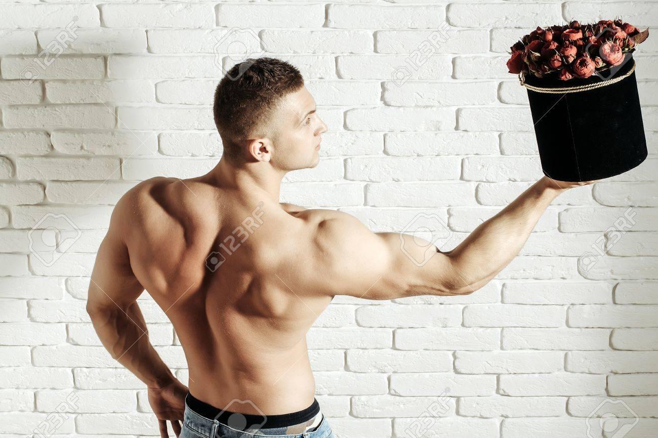 Junger Stattlicher Macho Mann Gärtner Mit Sexy Muskulösen ...