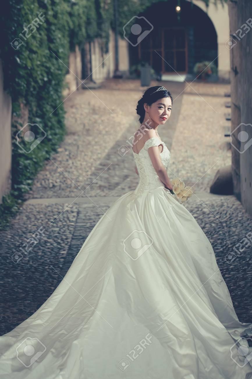 Hübsches Mädchen Braut Junge Chinesische Cute Sexy Frau Im Langen ...