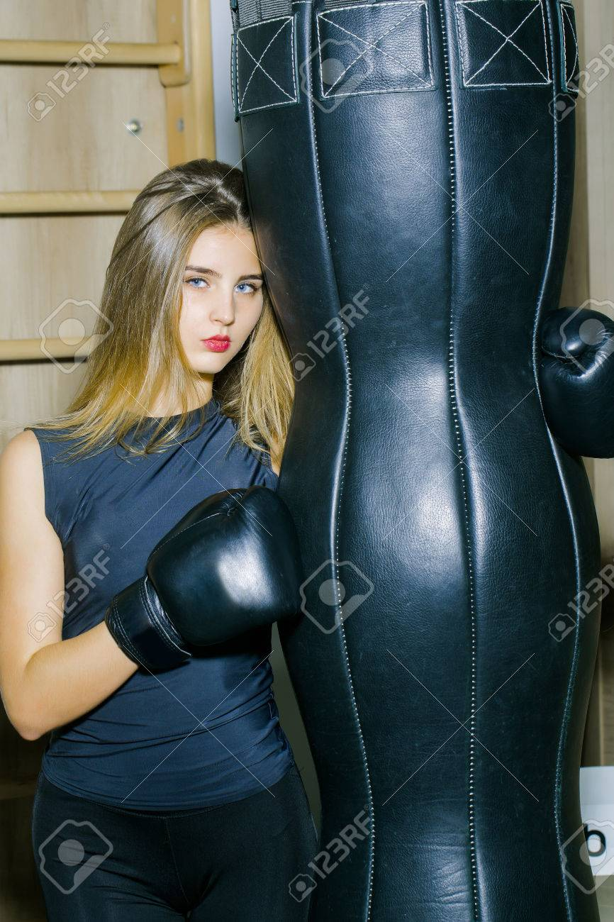 Boxeuse Sexy jolie fille ou belle femme, boxeuse sexy dans la formation de
