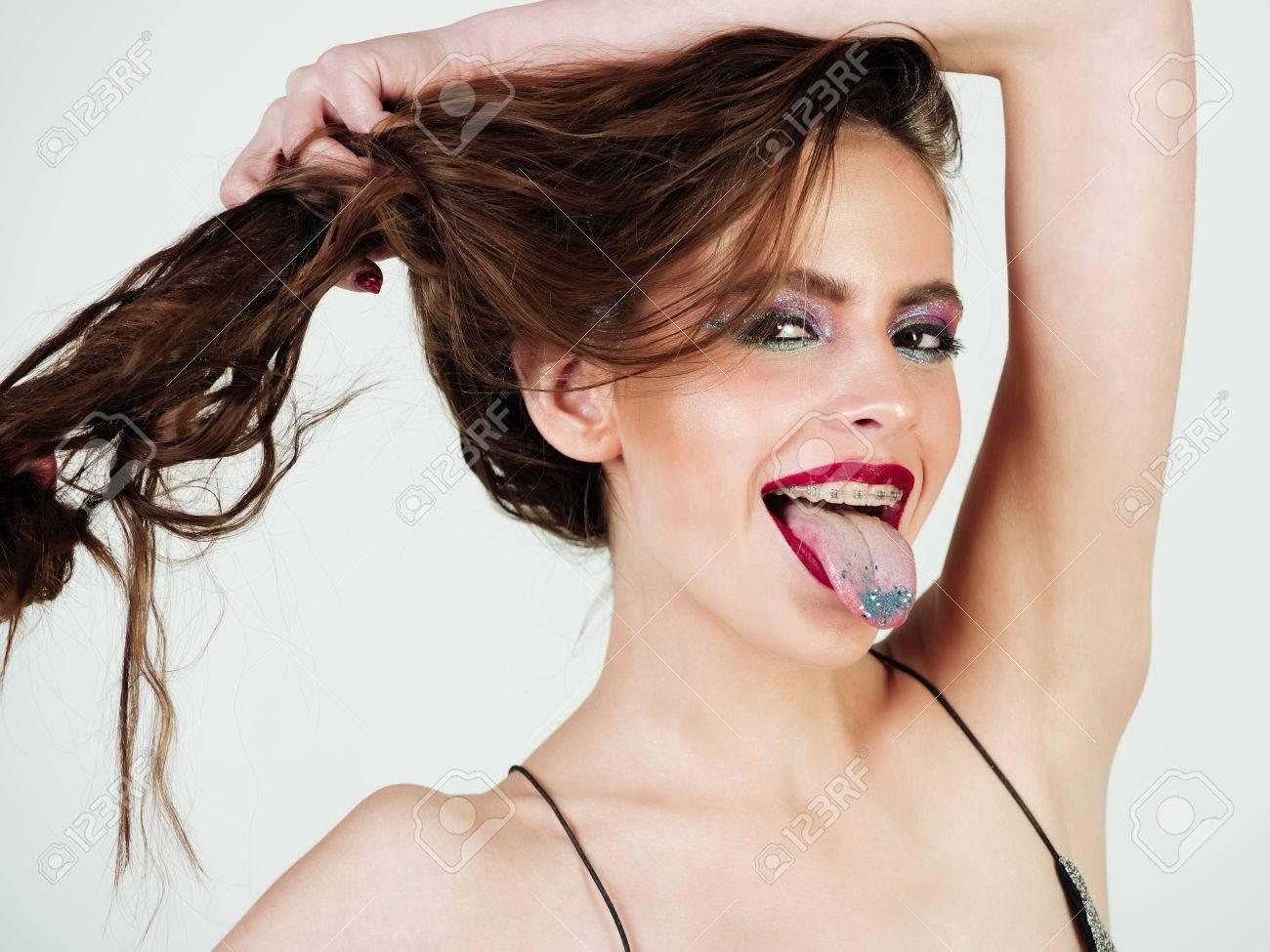 c383759505 Foto de archivo - Hermosa mujer o niña con maquillaje de moda