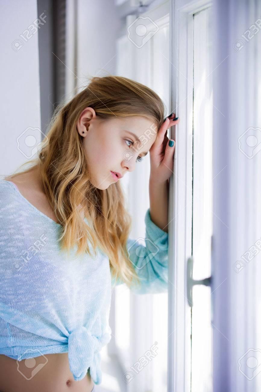 美容とファッション、かわいい女の子やかわいい顔を持つ若い女性と晴れた