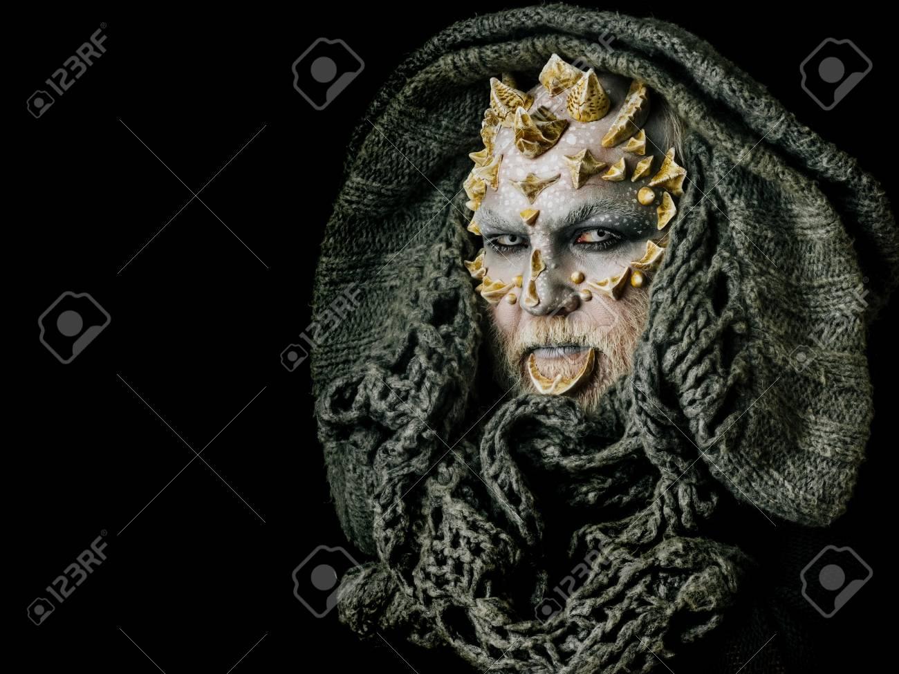 Monster Gesicht Mit Weißen Augen Dornen Und Warzen Alien Oder