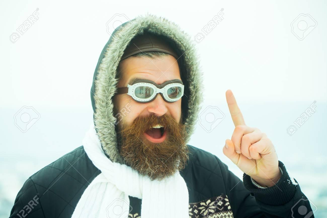 bleu manteaulunettes noëlHomme capucheMec sur Vacances nouvel un en de Noël neigeFête an ciel de de avec la et vacances d'hiverHipster et QBrCodxtsh