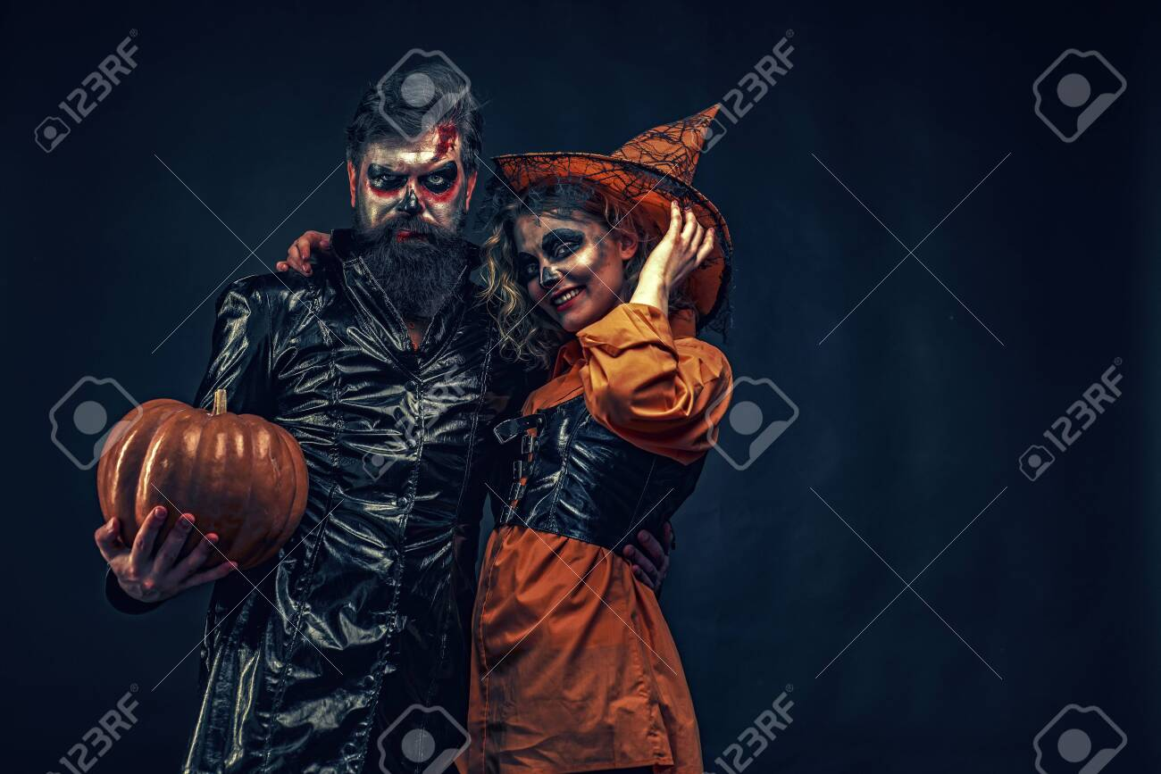 Happy family celebrating for Halloween. Jack-o-lanterns. Happy gothic couple in Halloween costume. Trick or treat. - 132076724