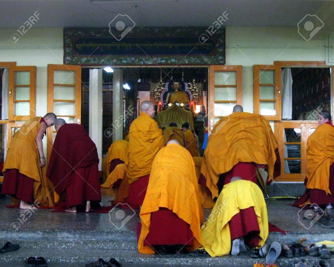 Tibetan Buddhist Nuns Religious Ritual Stock Photo - 53148581