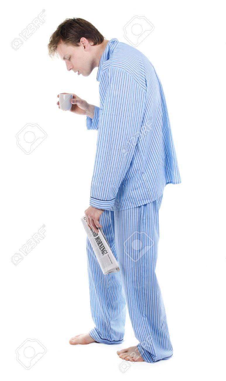 enorme sconto d5fcd e3130 Uomo molto stanco in pigiama s con il giornale e il caffè