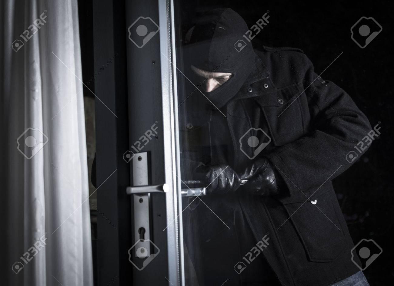 burglar breaking in house - 25709858