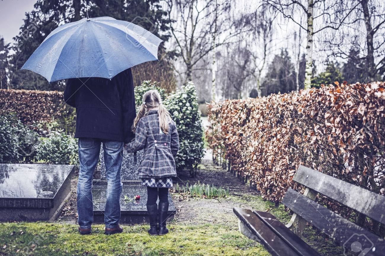 Father and daughter at grave - 26592868
