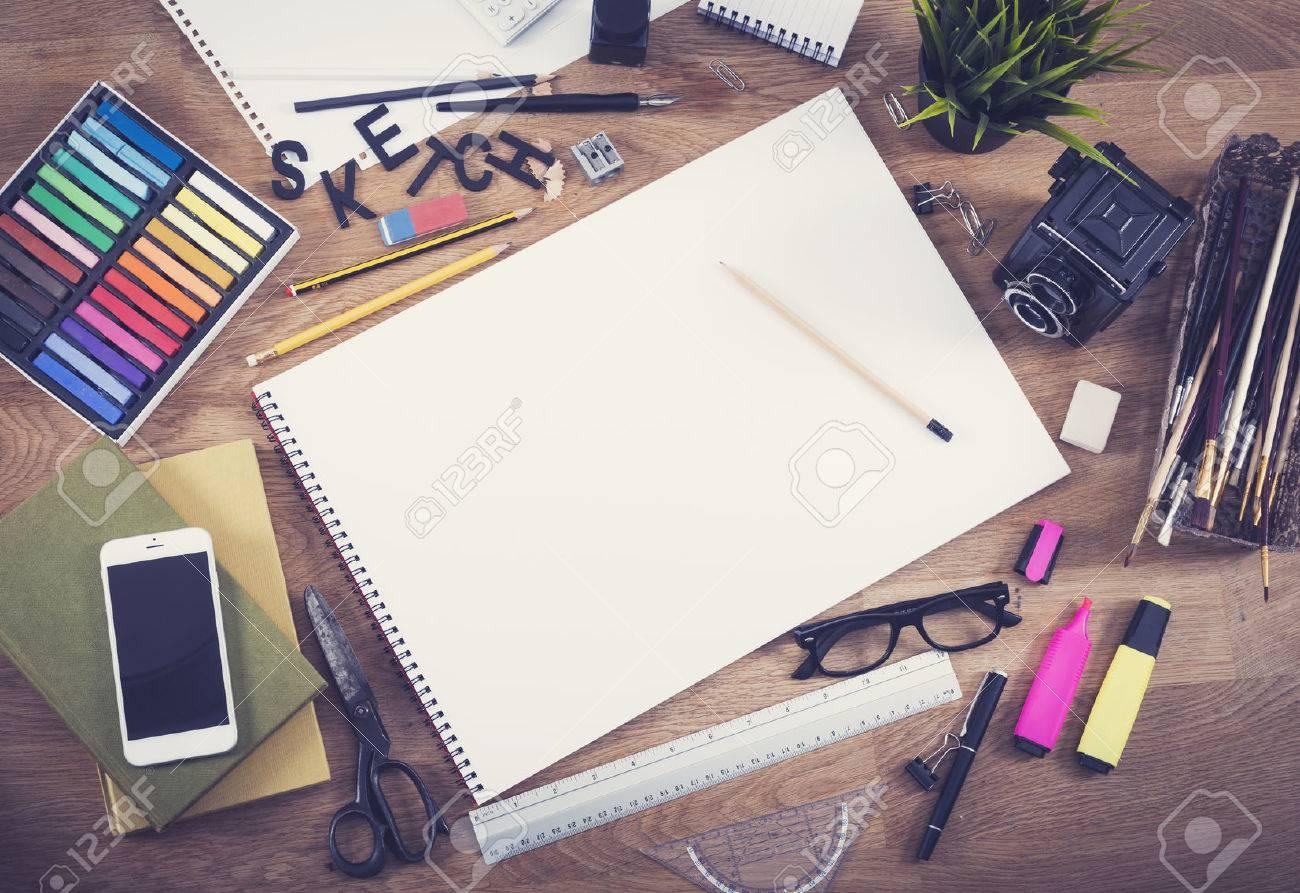 Blank sketchbook mockup hero header - 42907472