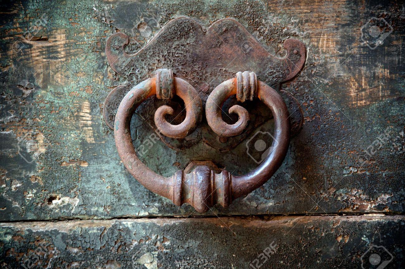 antique door-knocker on old door with beautifull texture Stock Photo -  17247256 - Antique Door-knocker On Old Door With Beautifull Texture Stock