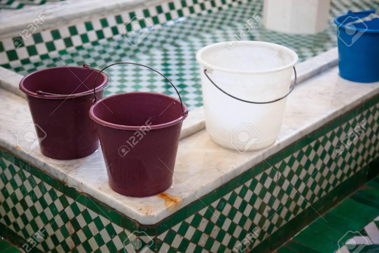 Salle De Bain Fes Maroc ~ seaux hammam public ou salle de bain f s maroc banque d images