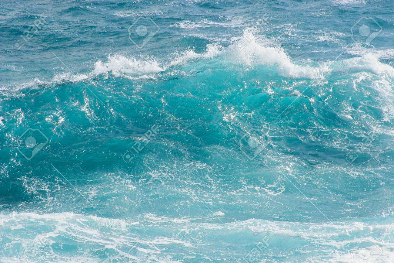 Breaking wave Stock Photo - 16935168