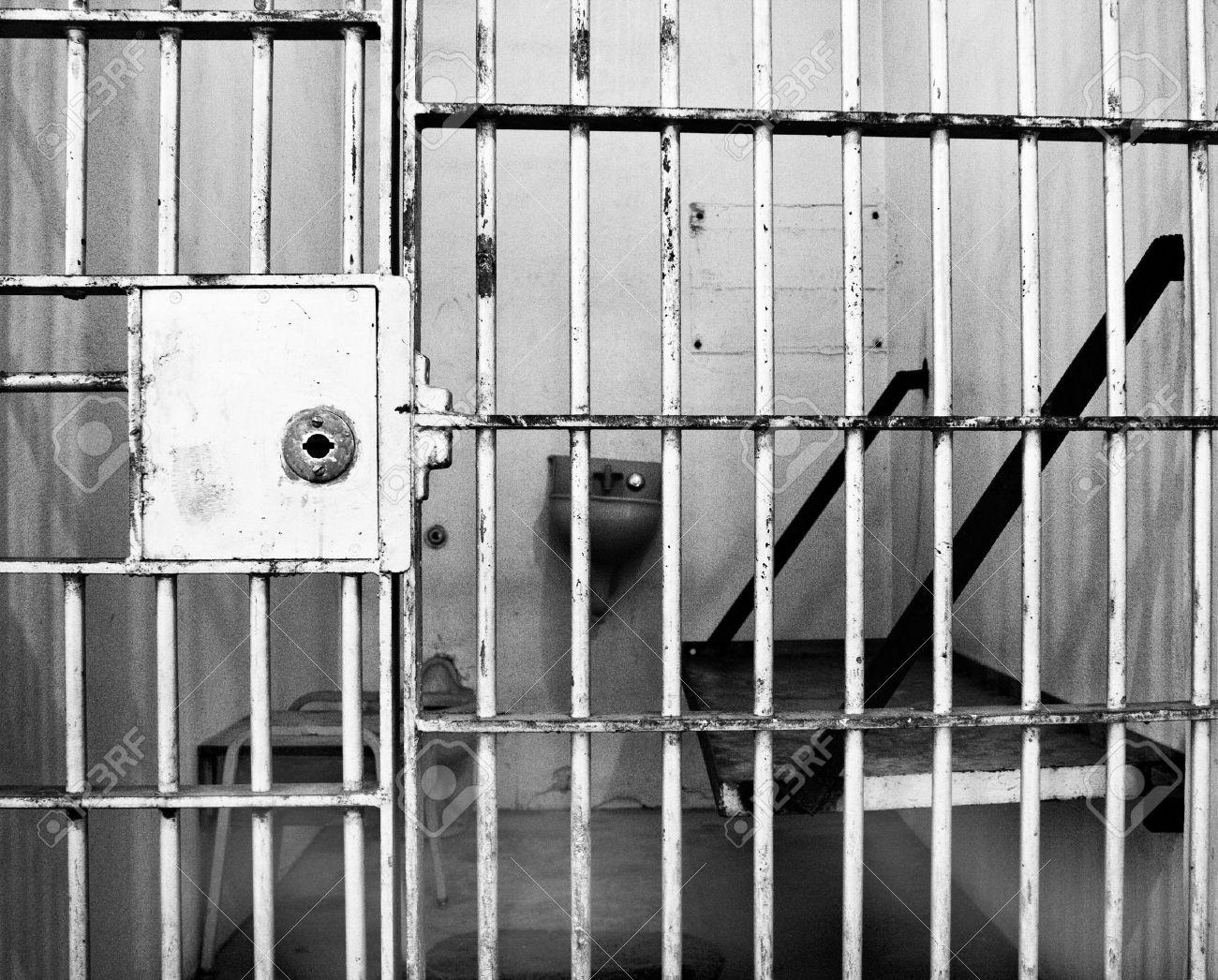 Resultado de imagen de foto de carcel en blanco y negro