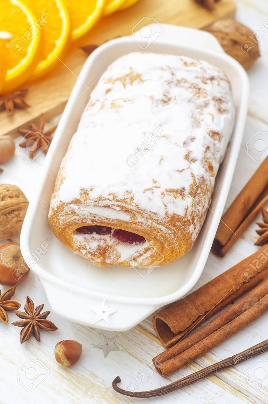 sweet roll Stock Photo - 16575930
