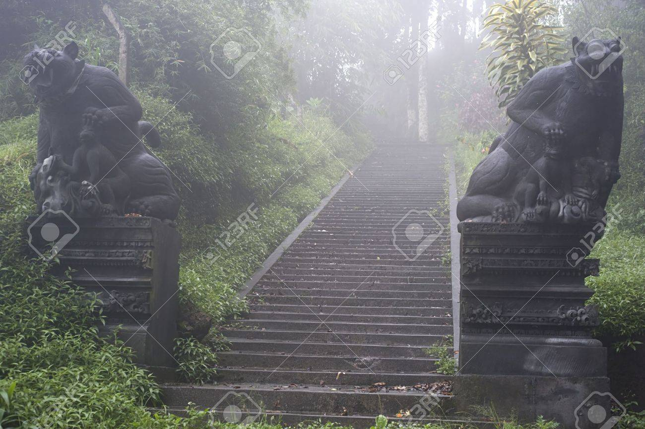 Ancient entrance to Balinese Temple. Bali island Stock Photo - 9722688