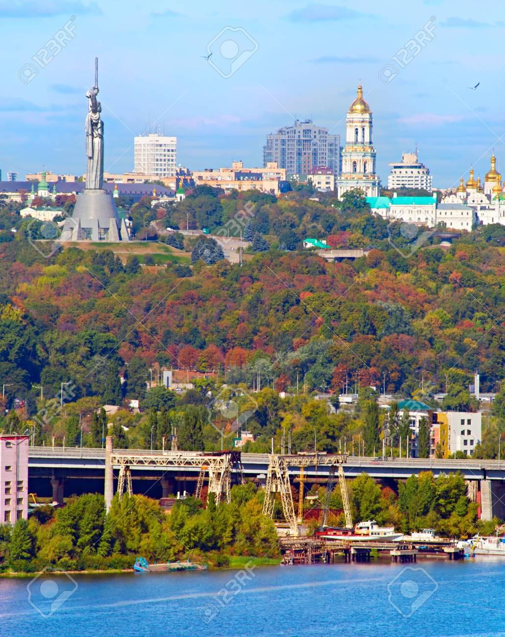 Paisaje Urbano De Kiev La Capital De Ucrania En El Dia De Sol Fotos Retratos Imagenes Y Fotografia De Archivo Libres De Derecho Image 57568421