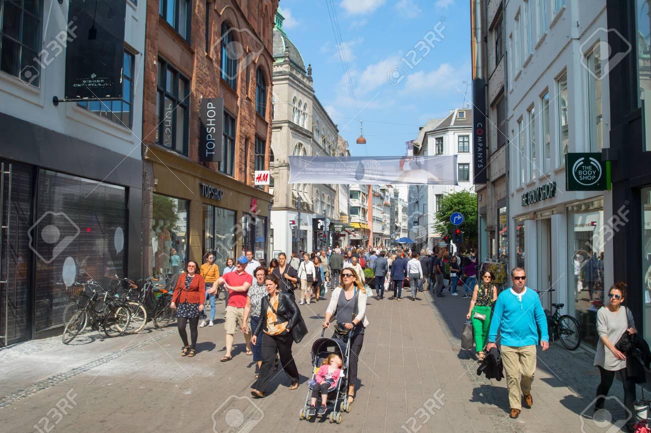 df385a6b COPENHAGEN, DENMARK - JUNE 14, 2018: People at Stroget street - Copenhagen  central