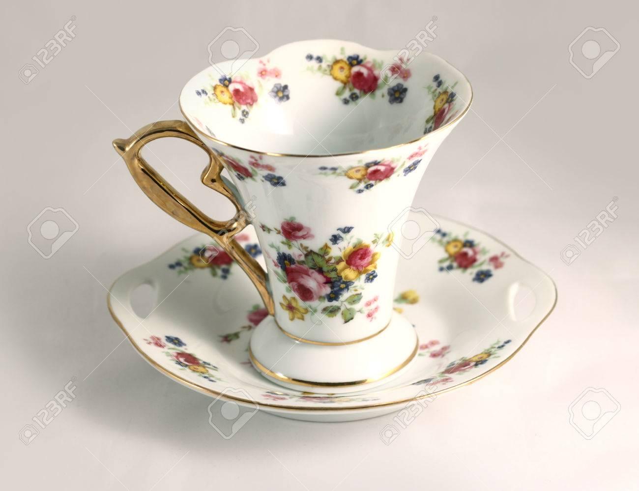 Porzellan Tasse Tee Mit Blumenverzierung. Barock Luxuriöses Design ...