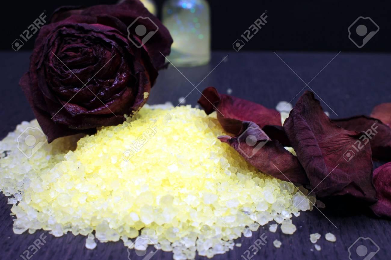 Immagini stock alcuni sali da bagno per aromaterapia image 54538660.