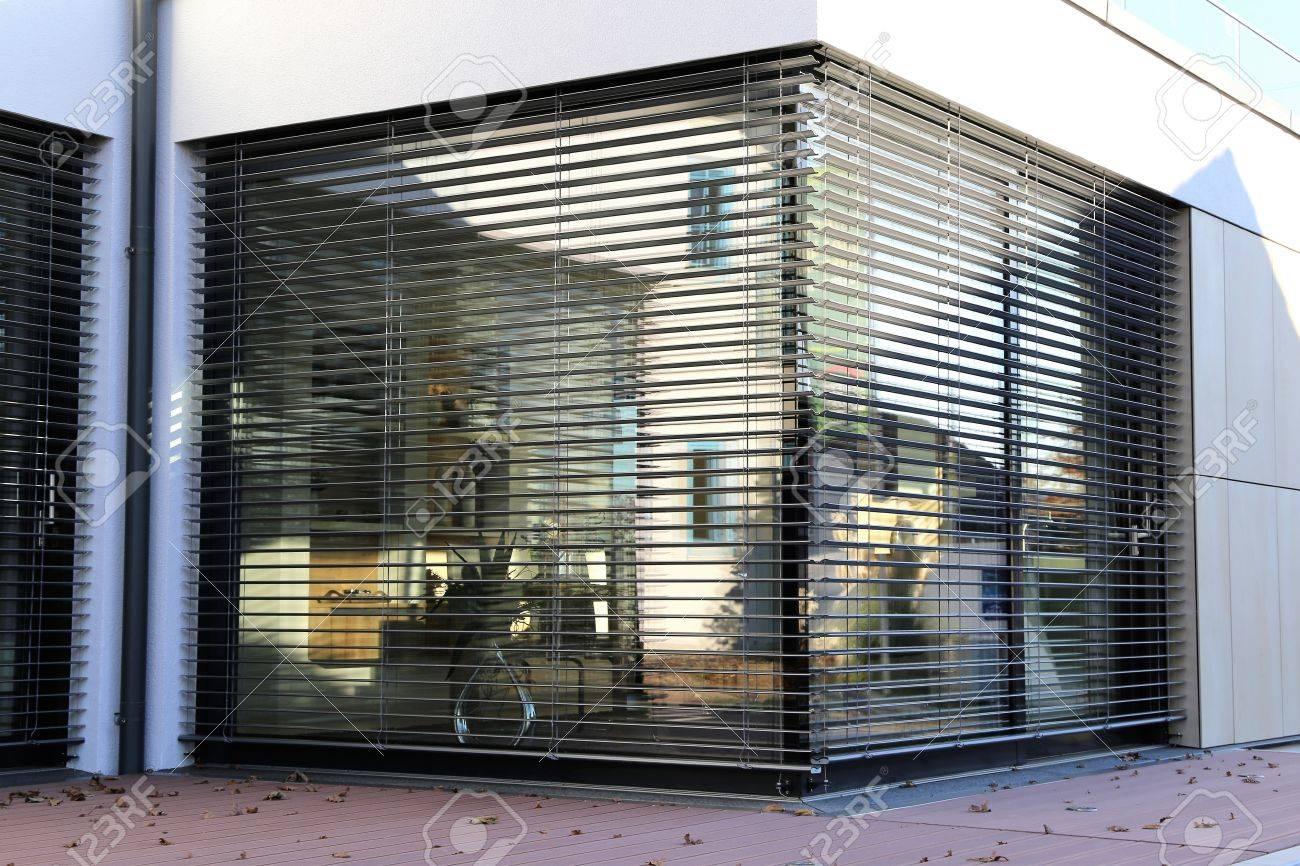 Fenêtre Avec Volet Tir Extérieur Banque Dimages Et Photos Libres