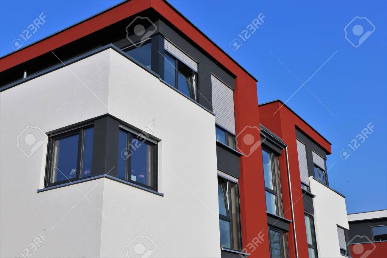 Banque Du0027images   Maison Résidentielle Avec Peinture Façade Moderne