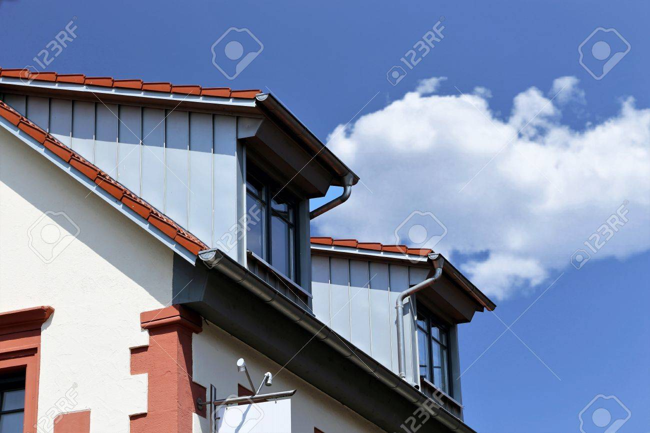 Dormer with stainless steel cladding, good and good pipe