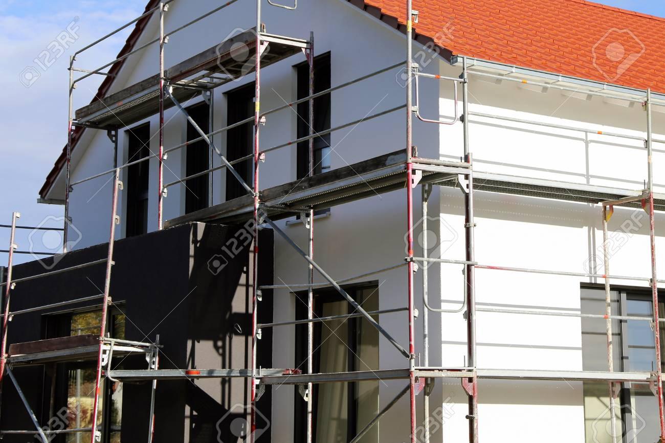 Maison Avec Nouvelle Peinture De Façade, Tir Extérieur Banque D ...