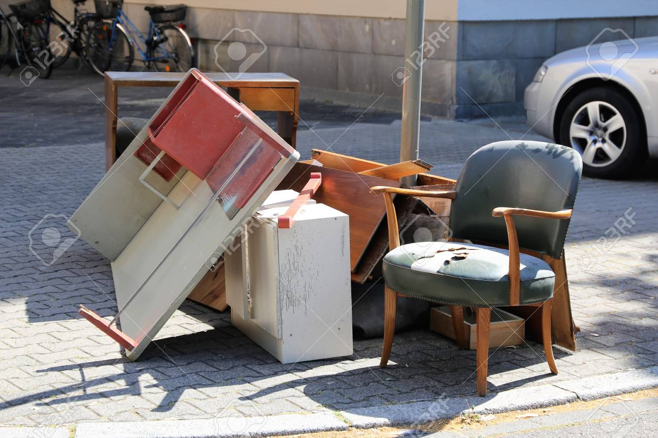 Bulky waste, household trash - 104785893