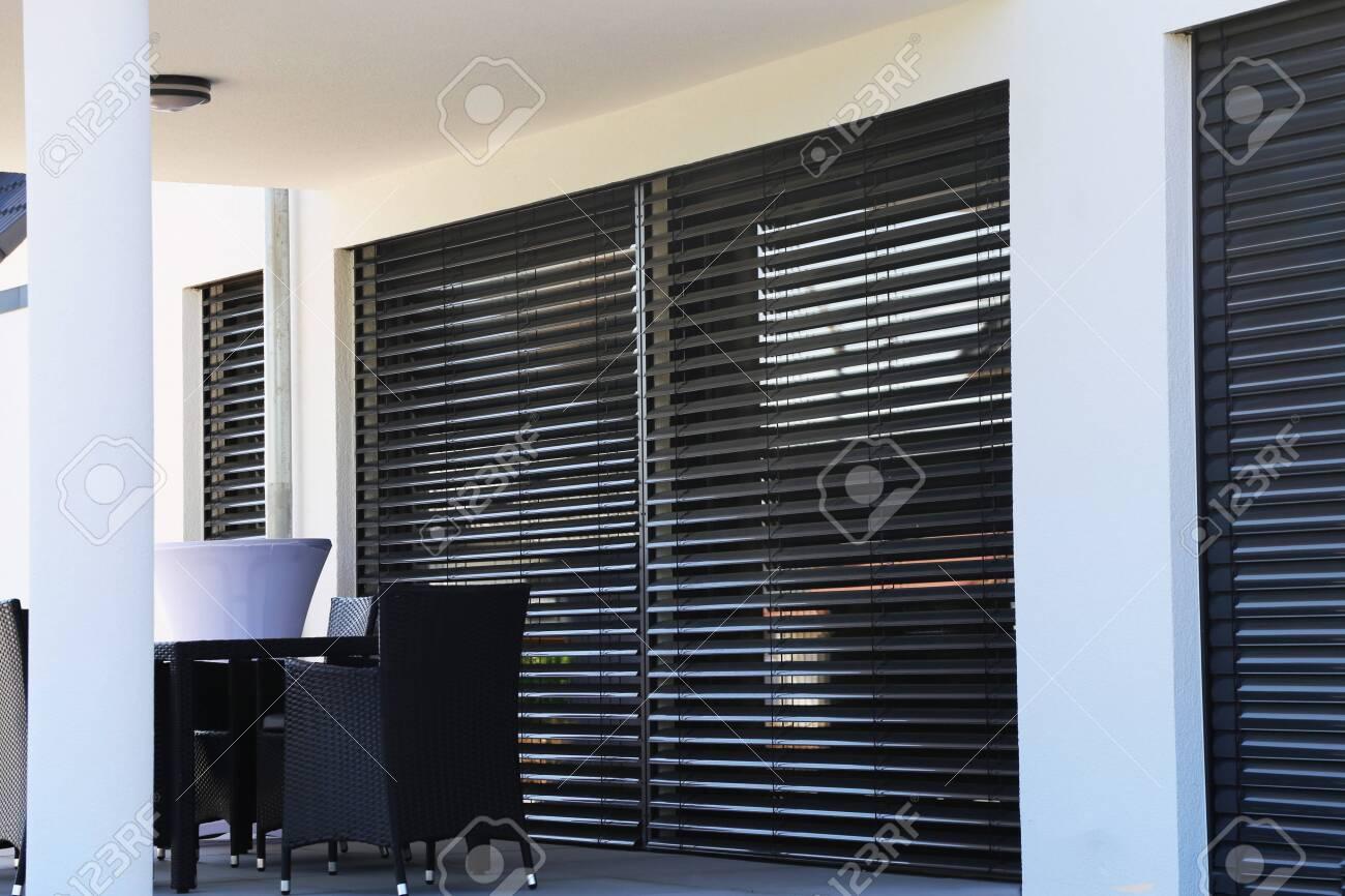 Window with modern blind, exterior shot - 125619421