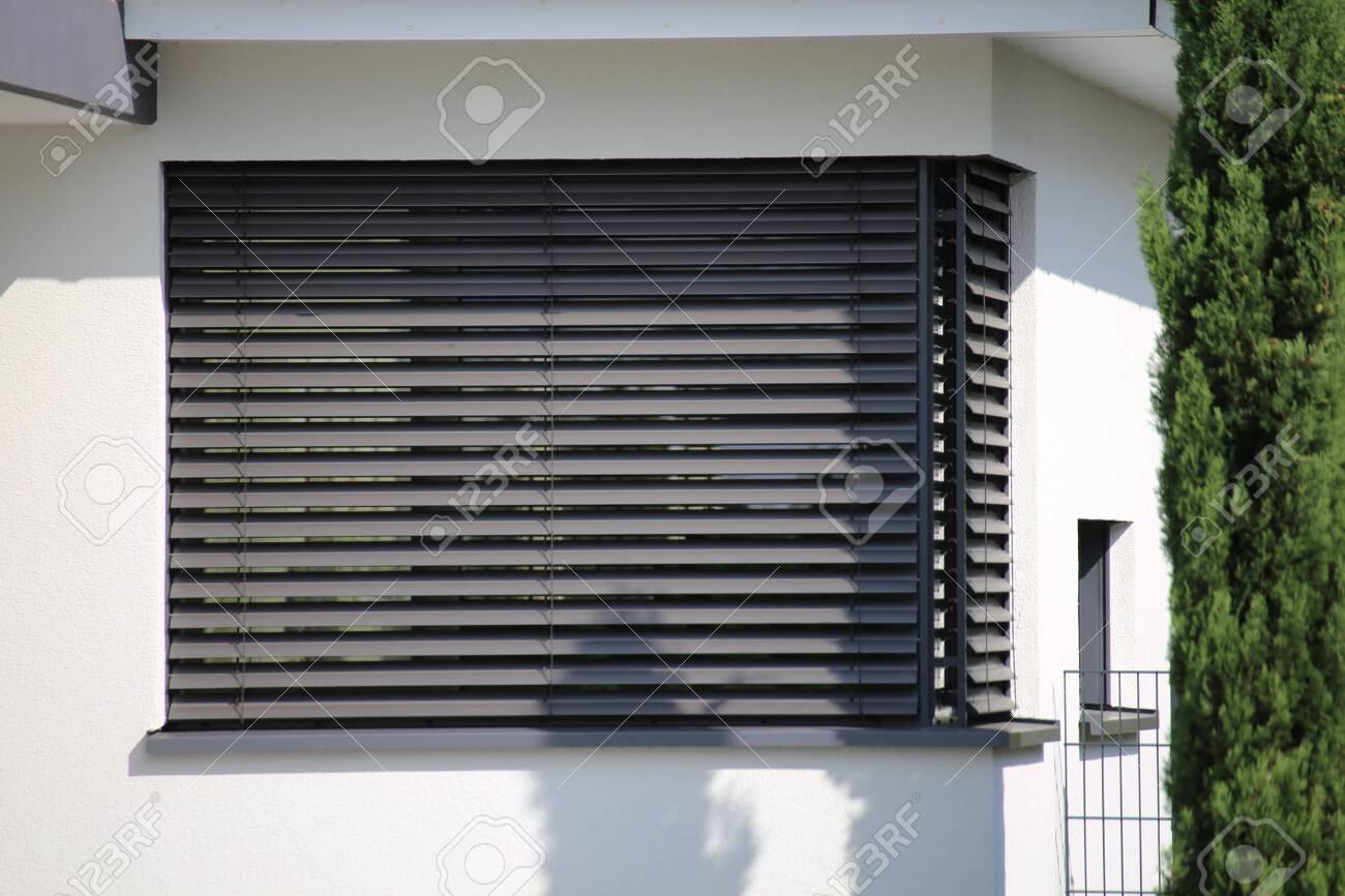 Window with modern blind, exterior shot - 129653794