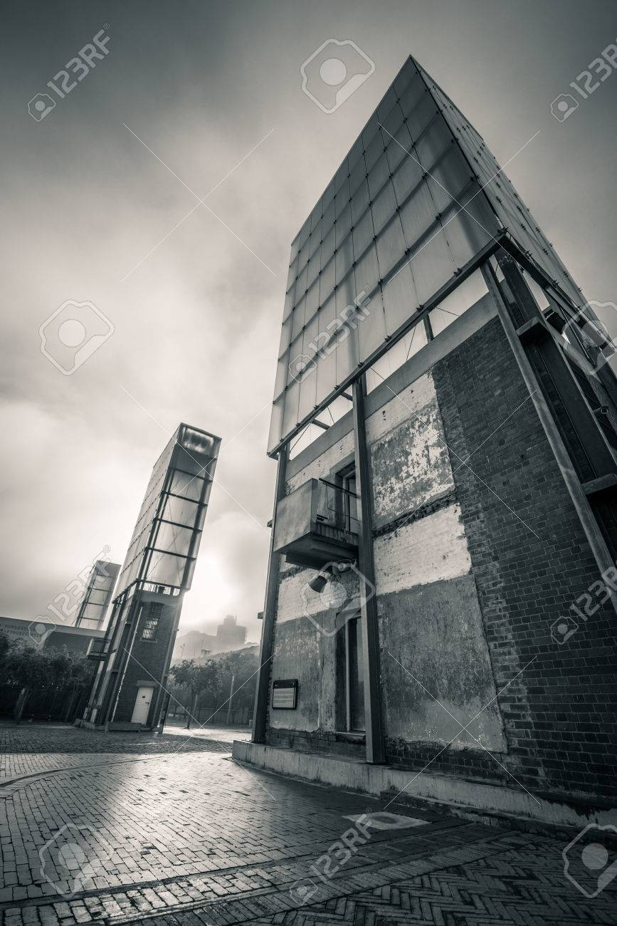 Building against dramatic sky Standard-Bild - 28463486