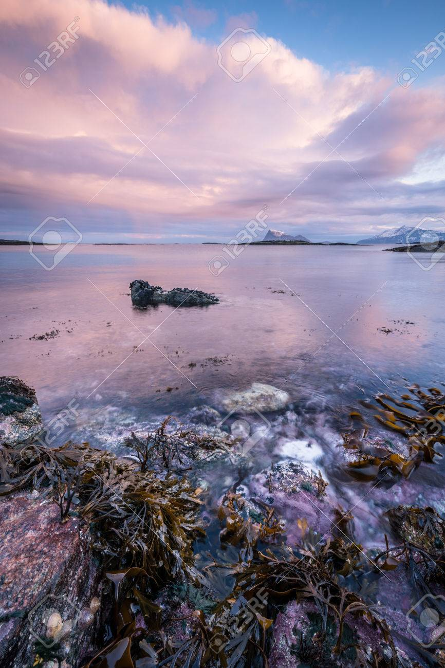 Early morning photograph of a scenic seascape in Sommaroy, Norway Standard-Bild - 28649587