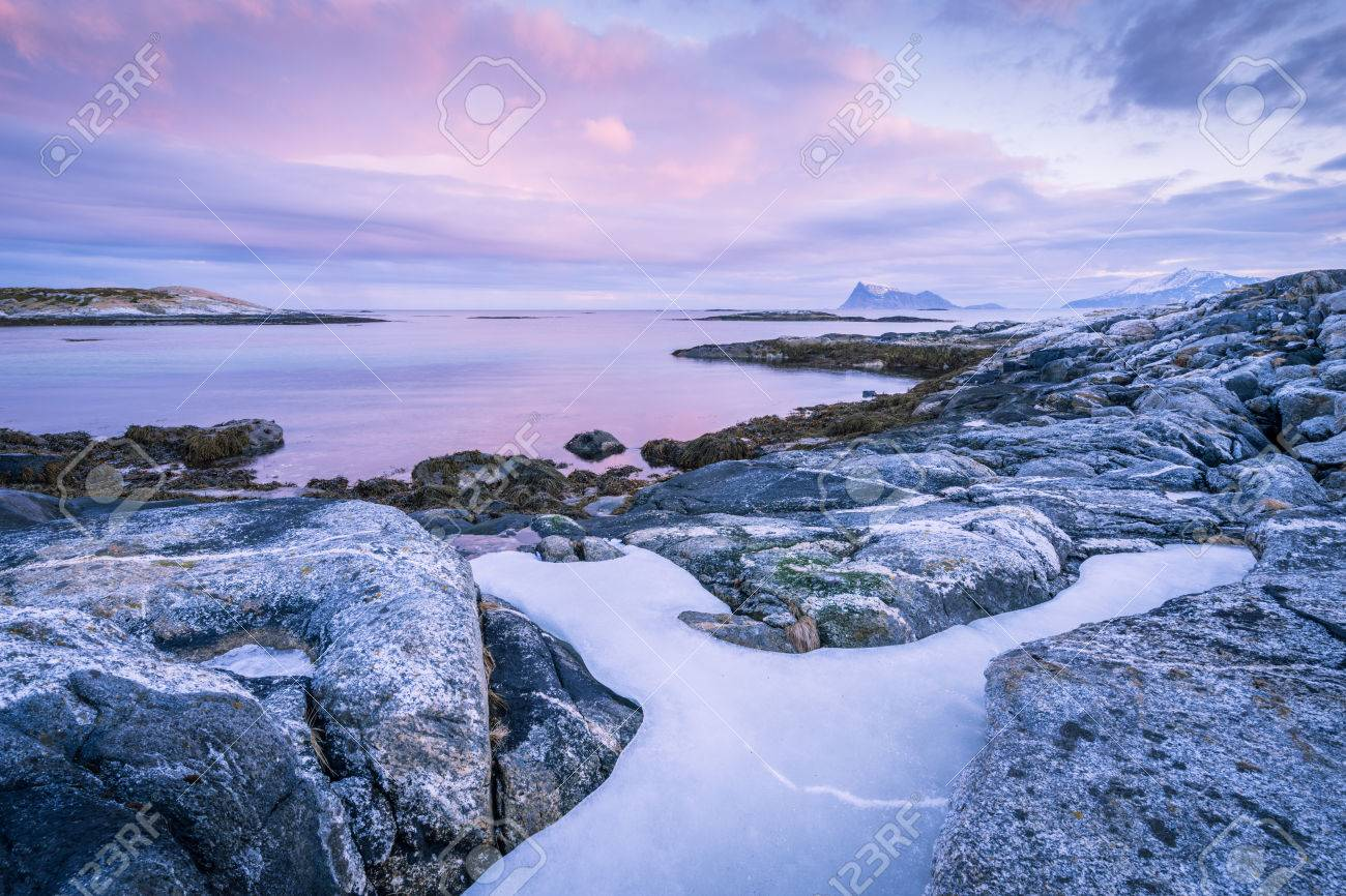 Early morning photograph of a scenic seascape in Sommaroy, Norway Standard-Bild - 29688555
