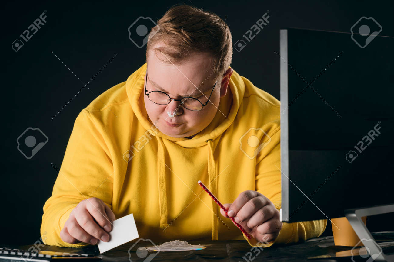 plump man is going to take drugs. close up portrait. isolated black background.man preparing a sorting line - 154109059