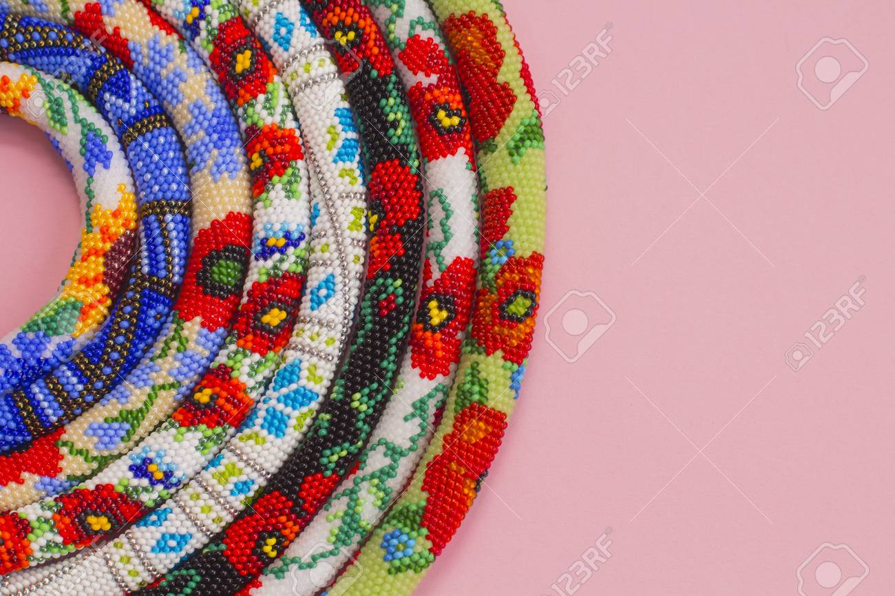 Perlen Häkeln Halsketten Mit Blumenmuster Lizenzfreie Fotos Bilder