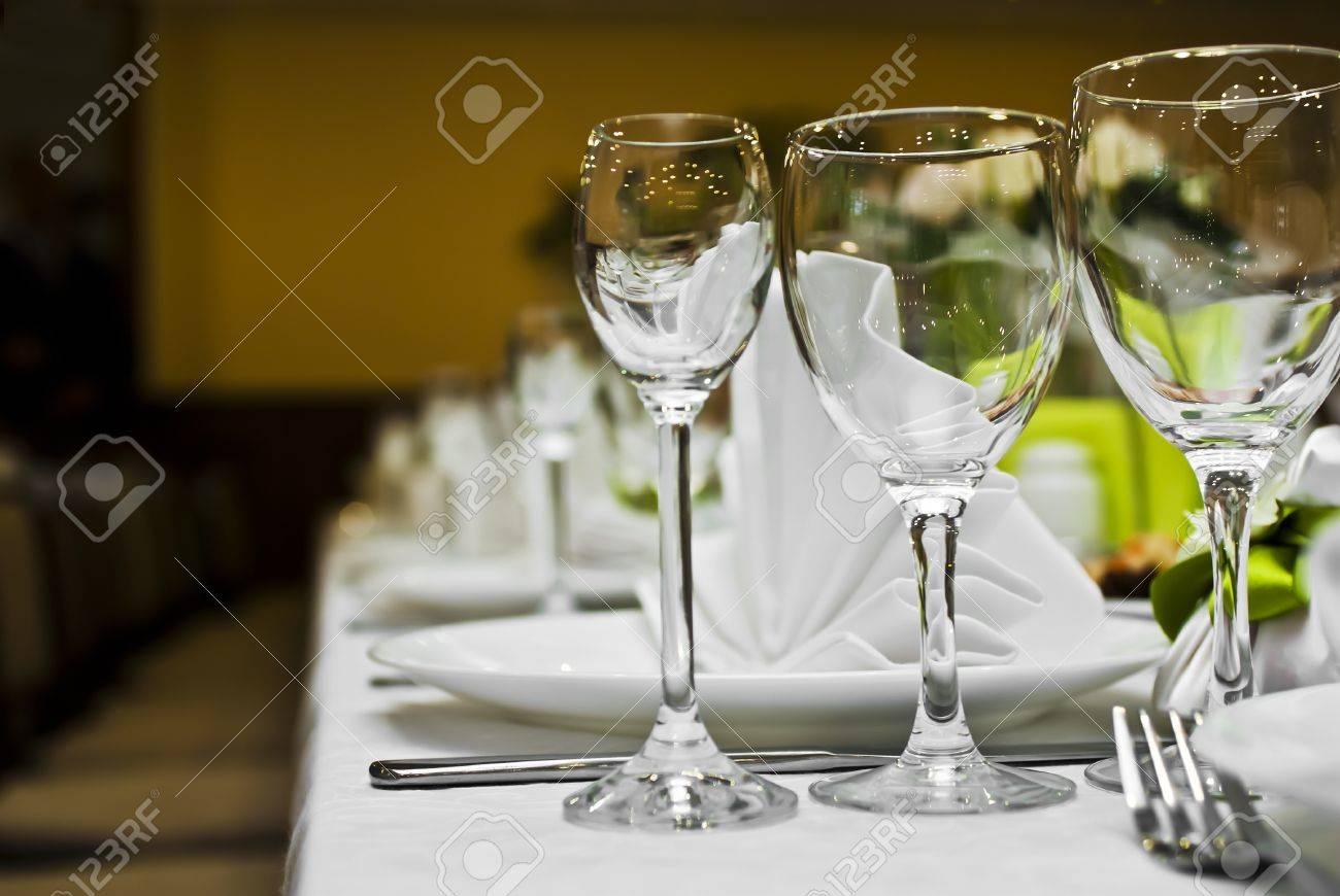 Empty glasses set in restaurant - 16221141