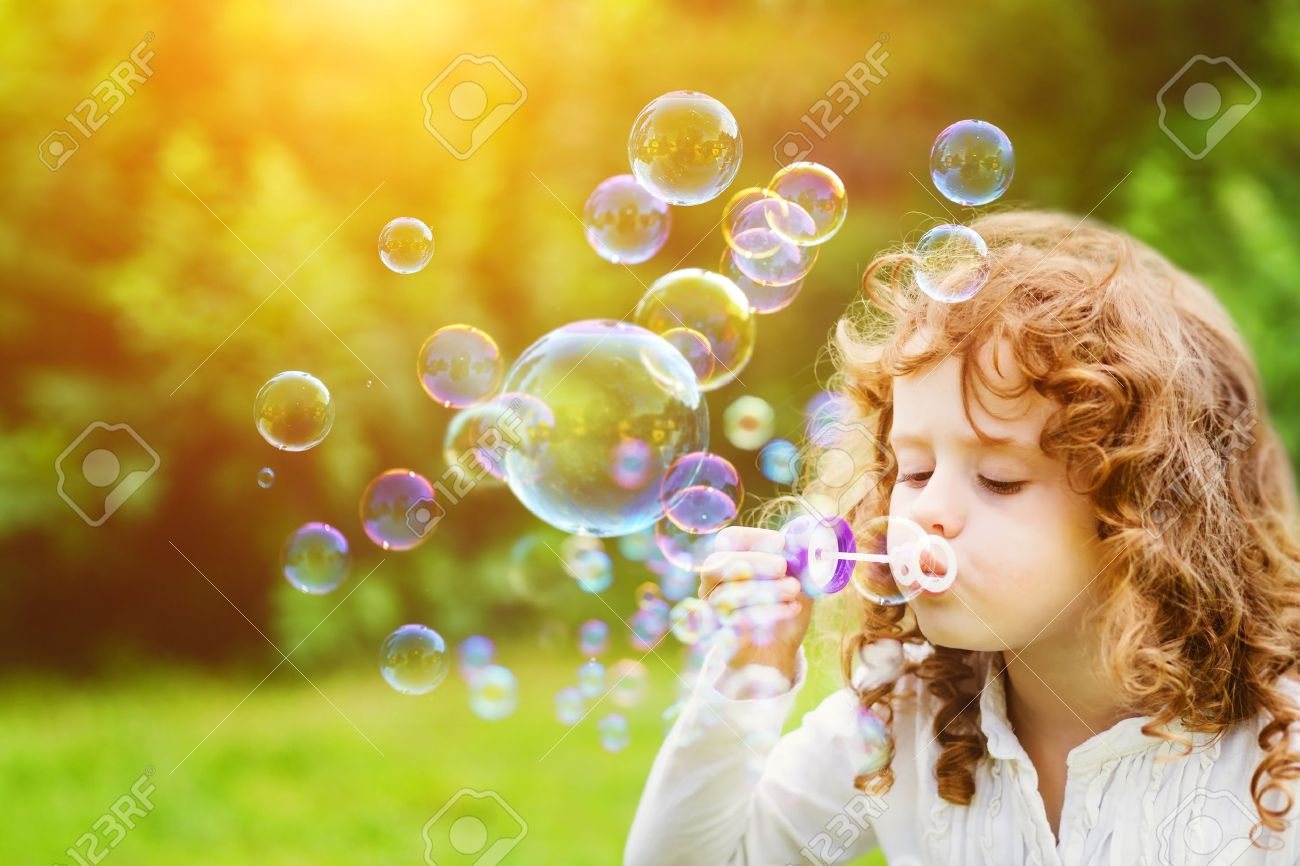 How to Blow a Soap Bubble foto