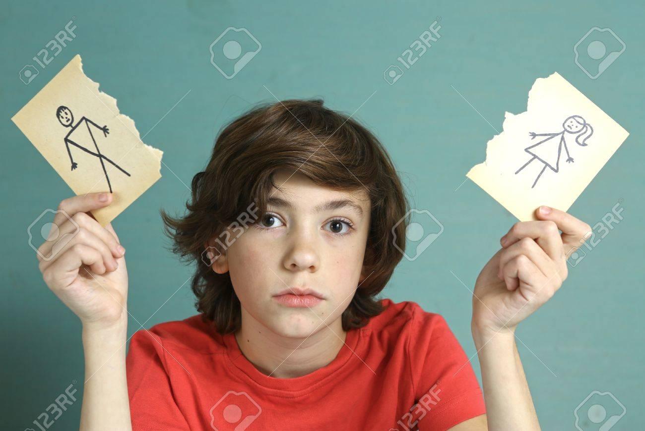悲しいプレティーンの少年の両親...