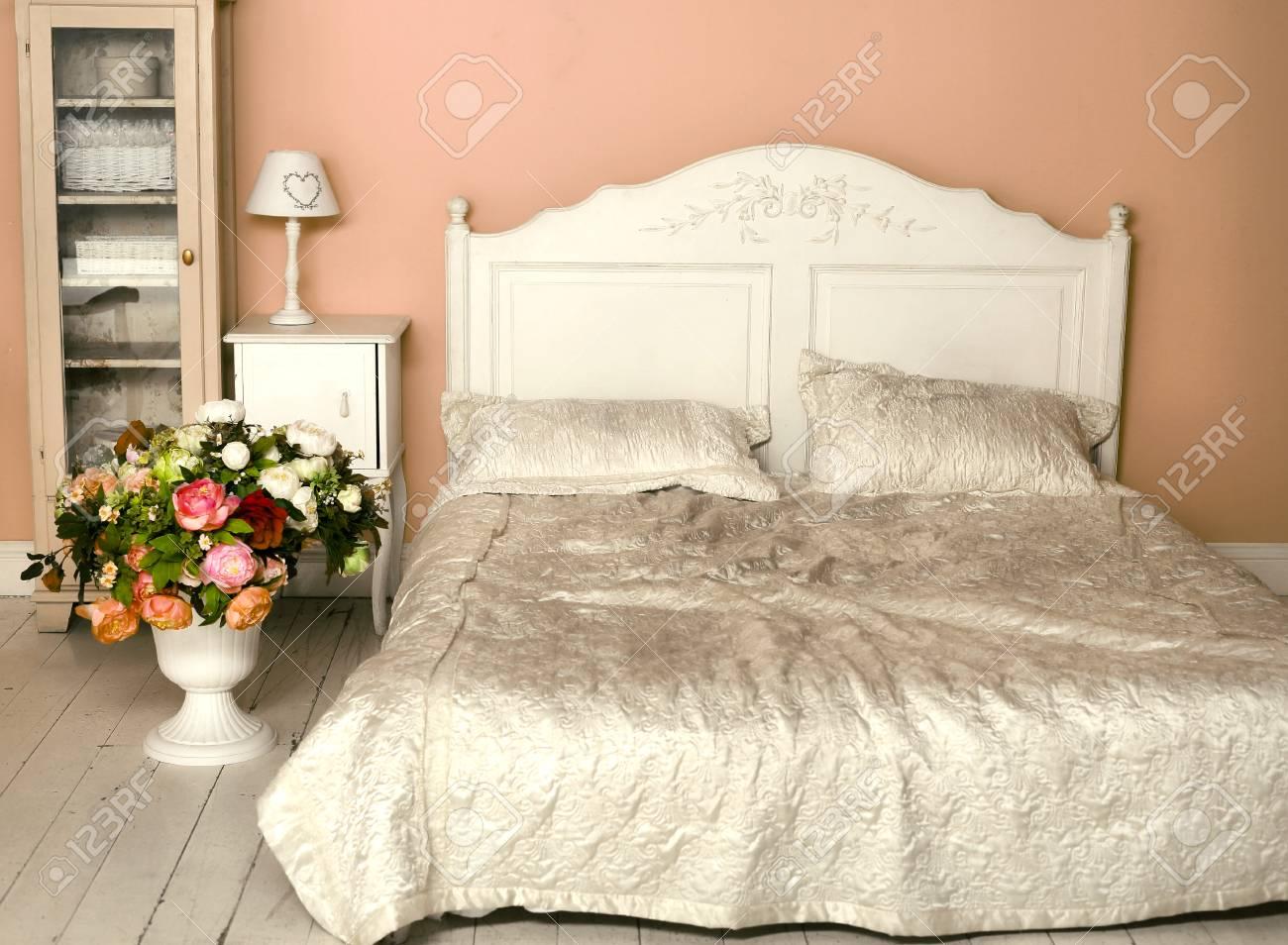 Accogliente angolo vintage elegante della camera da letto