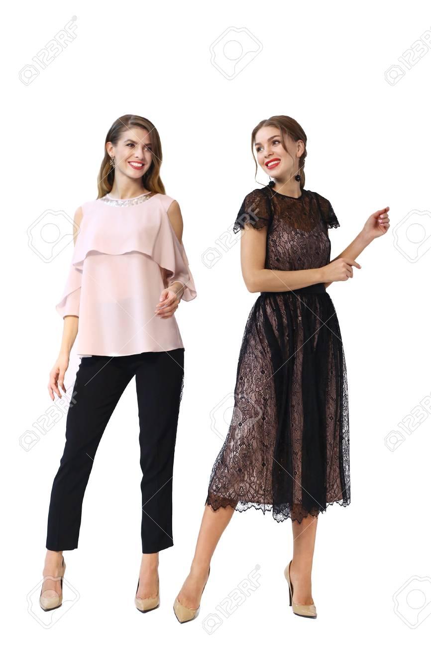 Zwei Mode-Teenager-Mädchen In Party Kleidung Tanzen Lizenzfreie ...