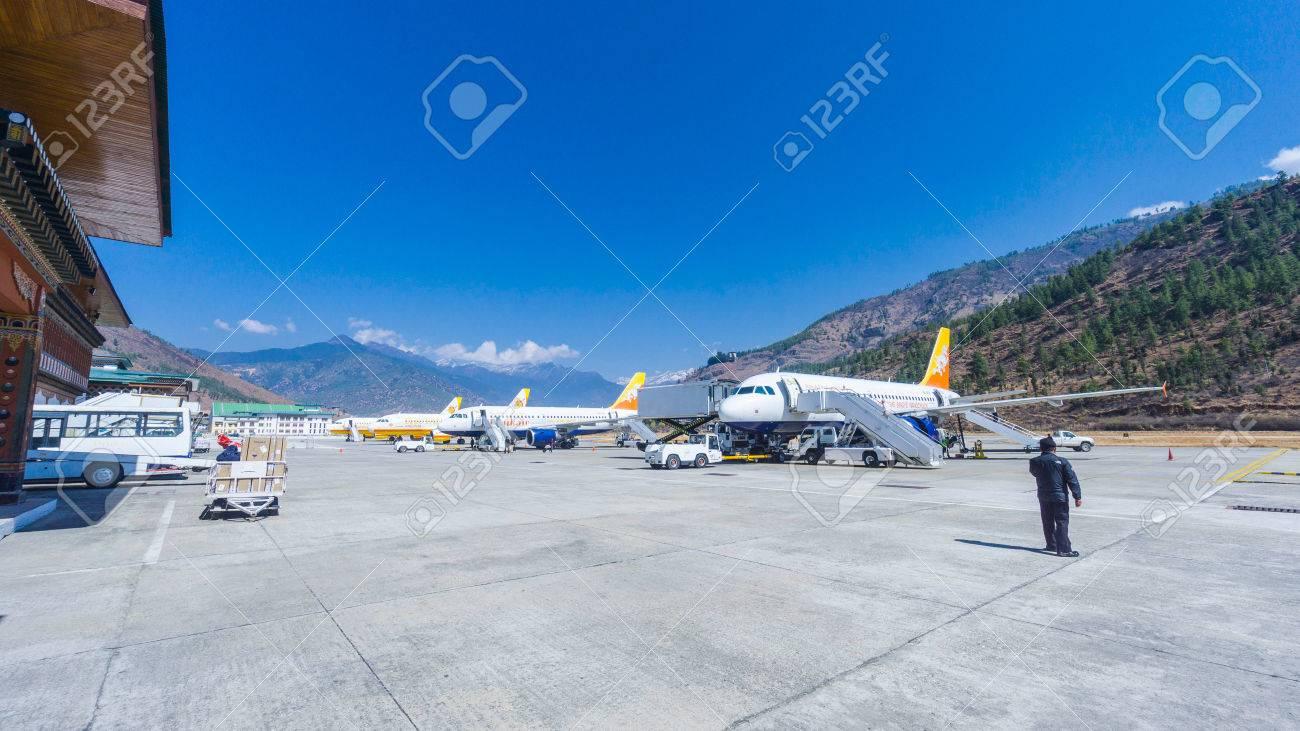 Paro 2 März 2016 Menschen Am Flughafen Paro Bhutan Mit Druk Air