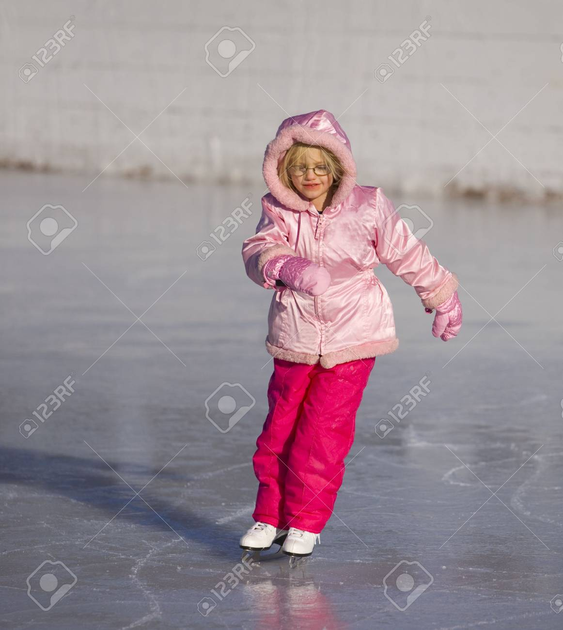 Child in pink ice skating and leaning into a curve Stock Photo - 3980189