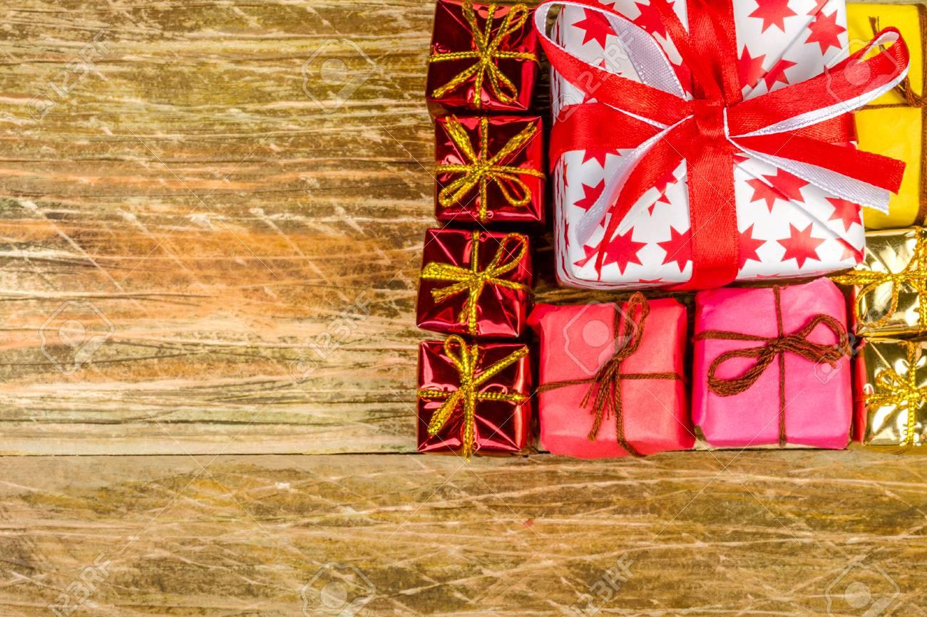 Weihnachts-Komposition. Ein Großes Weiß Mit Roten Sternen ...