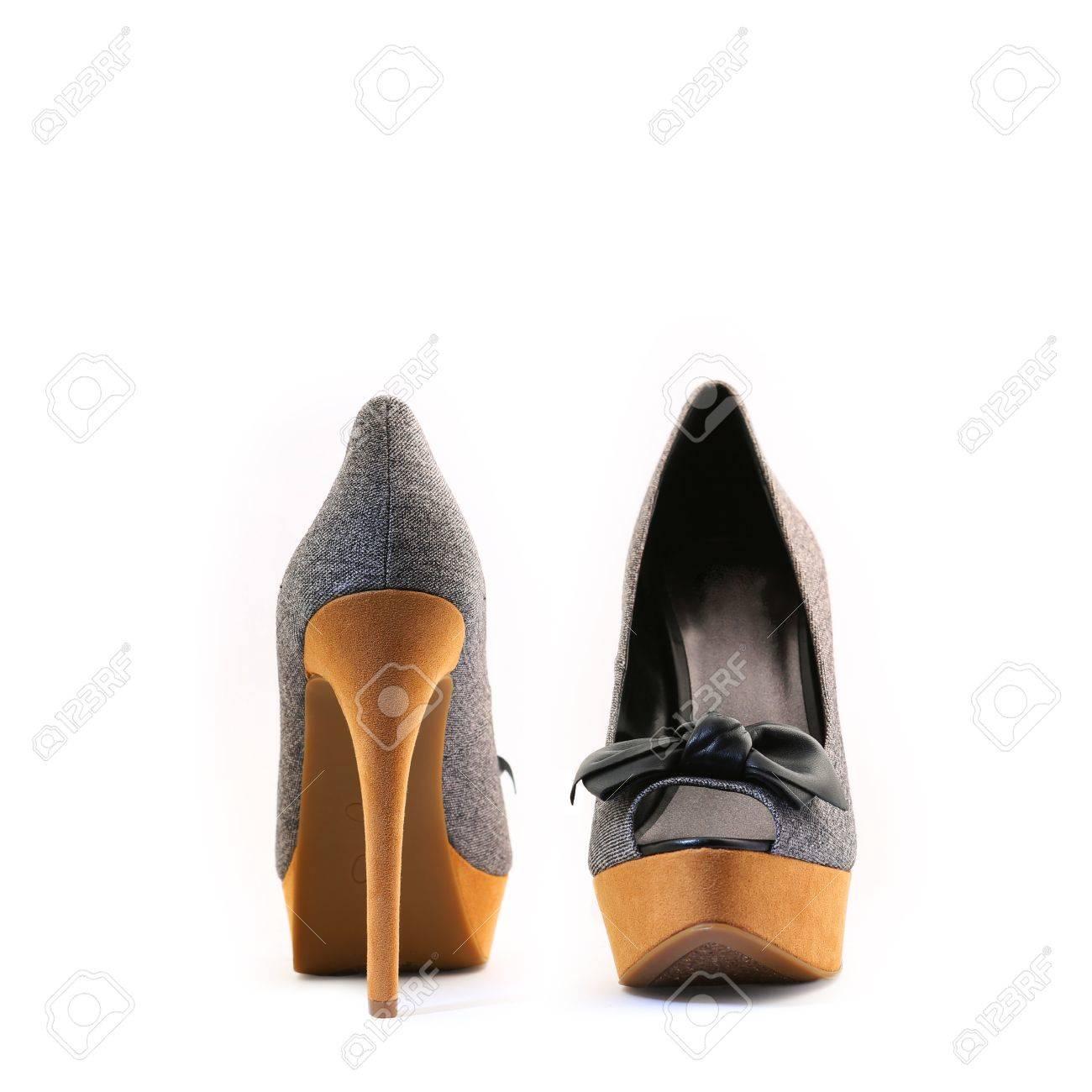 sitio de buena reputación 5b30f 54b5c Aislada en un fondo blanco zapatos con tacones muy altos