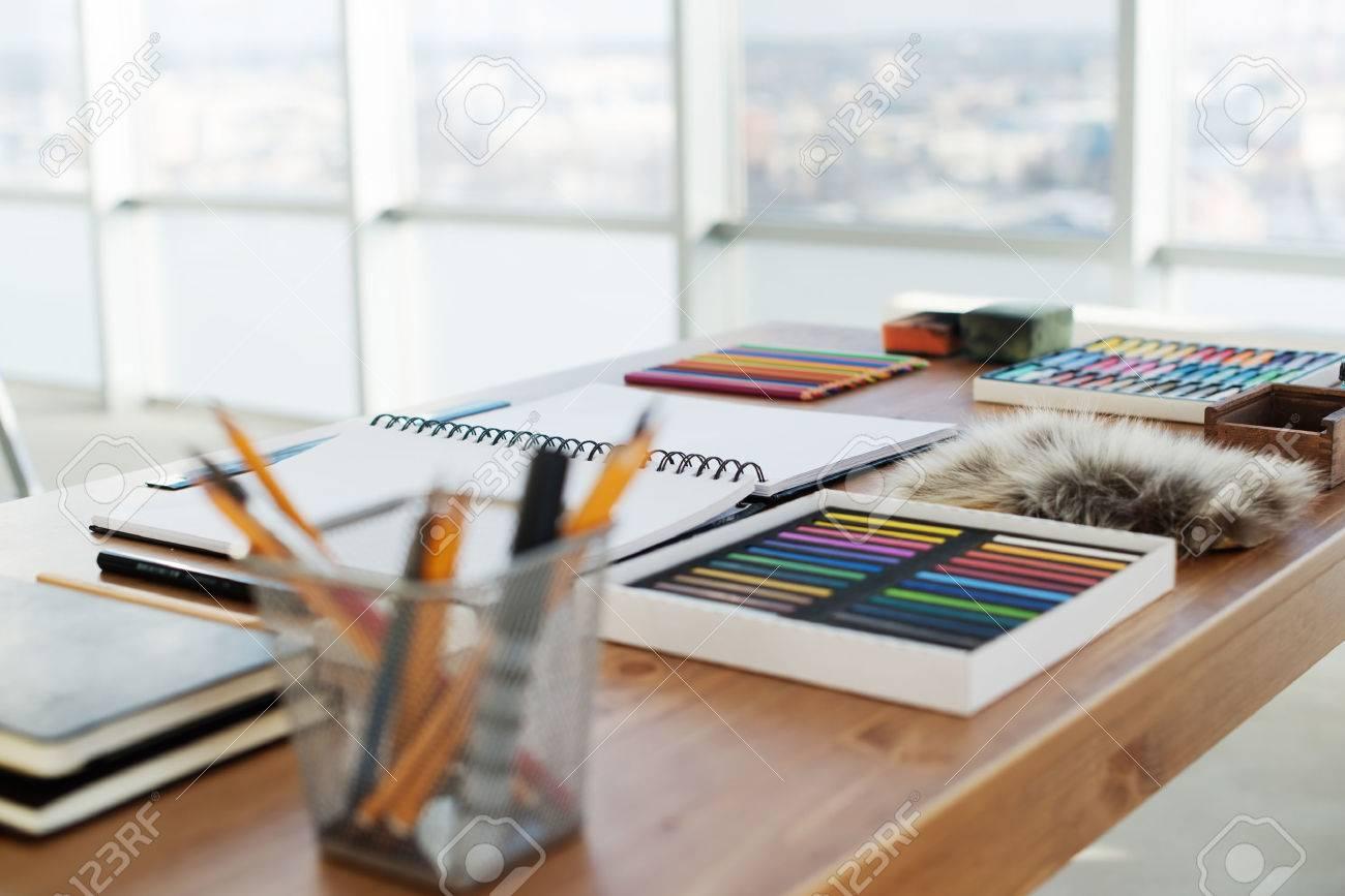 Painter Arbeitsplatz, Um Seitenansicht. Designer-Schreibtisch Mit ...